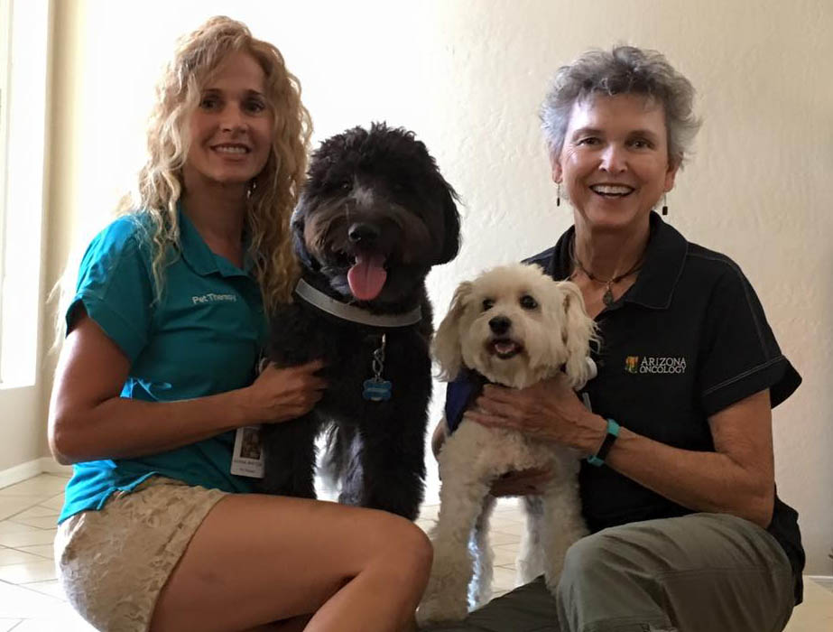 andrea and jan with cancer therapy dogs